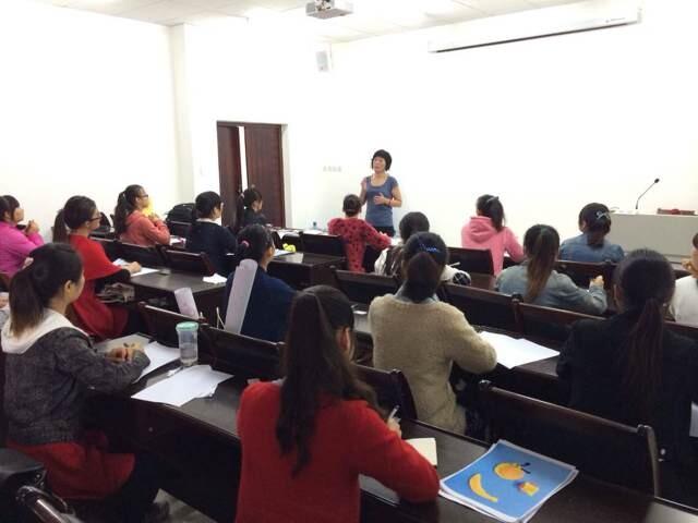 2014年10月20日,四川省天府涉外人力资源管理有限公司携新加坡著名优秀幼儿学府中国区招聘主管在重庆师范大学教育科学学院举行了招聘会。此次参加招聘会的人员均为该院大四学生以及今年刚毕业的学生共计22人。