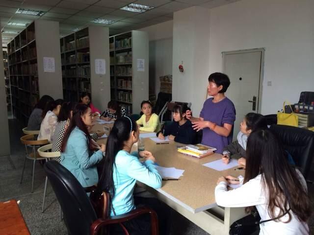 2014年10月21日,新方雇主为学院大二以及大三学生共计200余人针对新加坡学府具体的历史背景、性质、工作内容、福利待遇等方面进行了2个小时的宣讲,通过学院图片以及视频短片,向学生展现了学府的实力以及个人在外发展平台,积极鼓励学生海外就业。